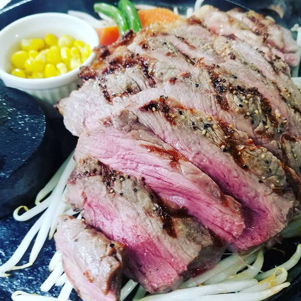 ご注文頂いてからお肉の切り出しをして焼き上げます